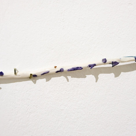 Rosenäste_Installation_white_limb_lila_t