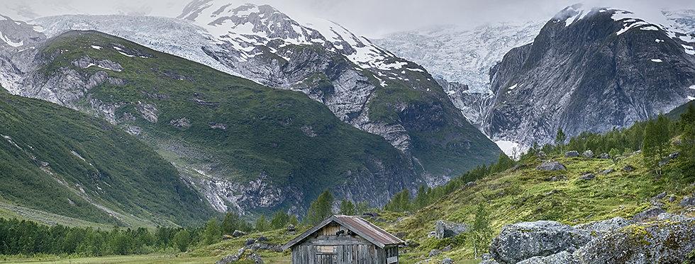 Hus vid Jostedalsbreen i Norge