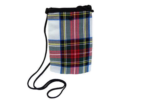 Porta móvil cuadros escoceses fondo blanco