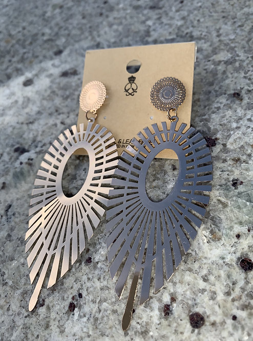 Crown - Gold oval earrings