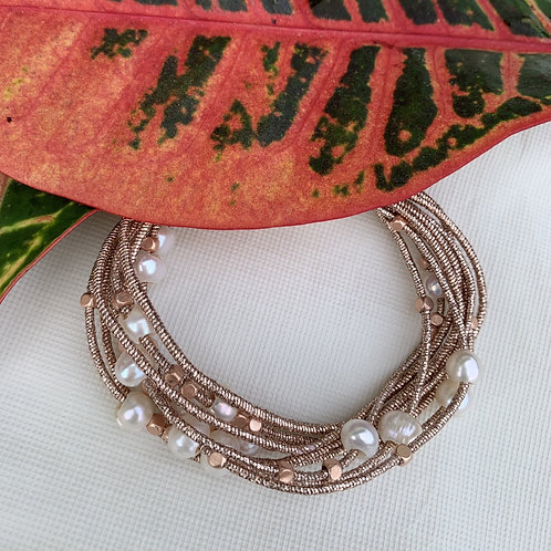 Newbie - White pearl rose gold bracelet with magnetic clasp