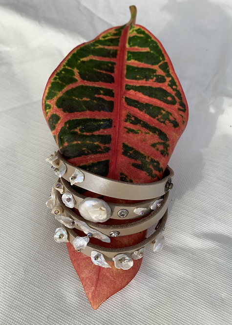 Shelly - Beige wrap bracelet with pearls
