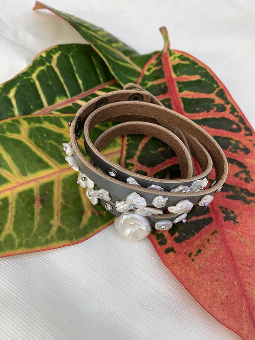Shelly - Gray wrap bracelet with pearls