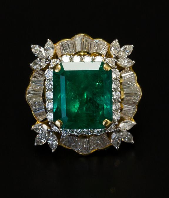 Coloumbian emerald ring