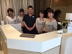 用賀デンタルオフィスのスタッフは、いつも笑顔で出迎えてくださいます。