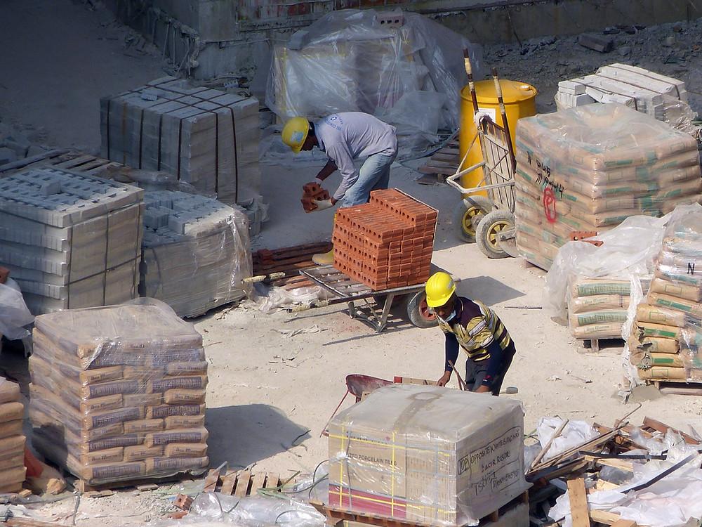 Symbolbild Maurer auf Baustelle