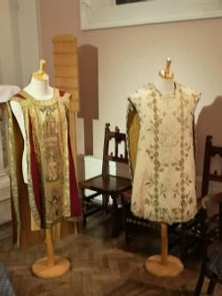 robes (225x300).jpg