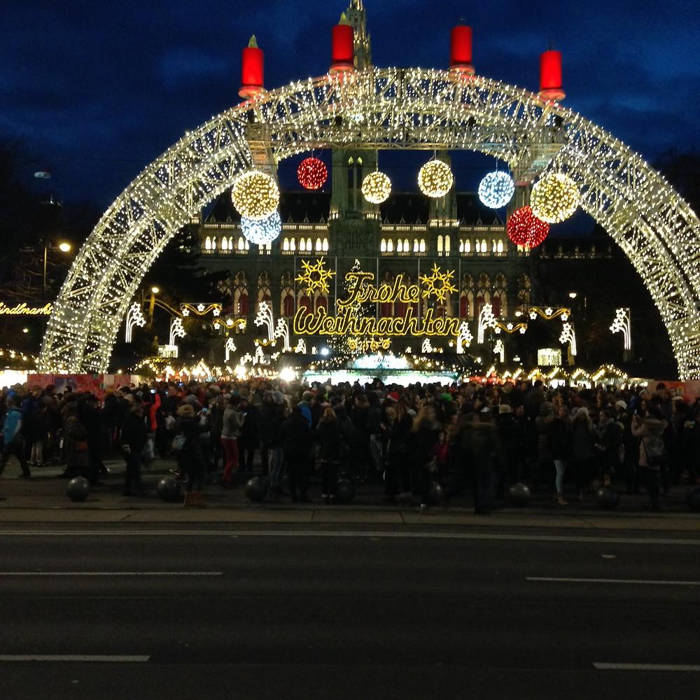 Christkindlmarkt am Rathausplatz in Wien