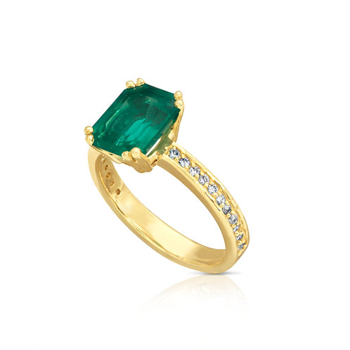 Special Classy Emerald Diamond Ring