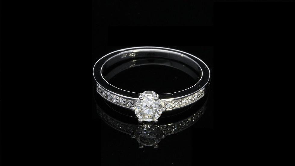 Zásnubný briliantový prsteň