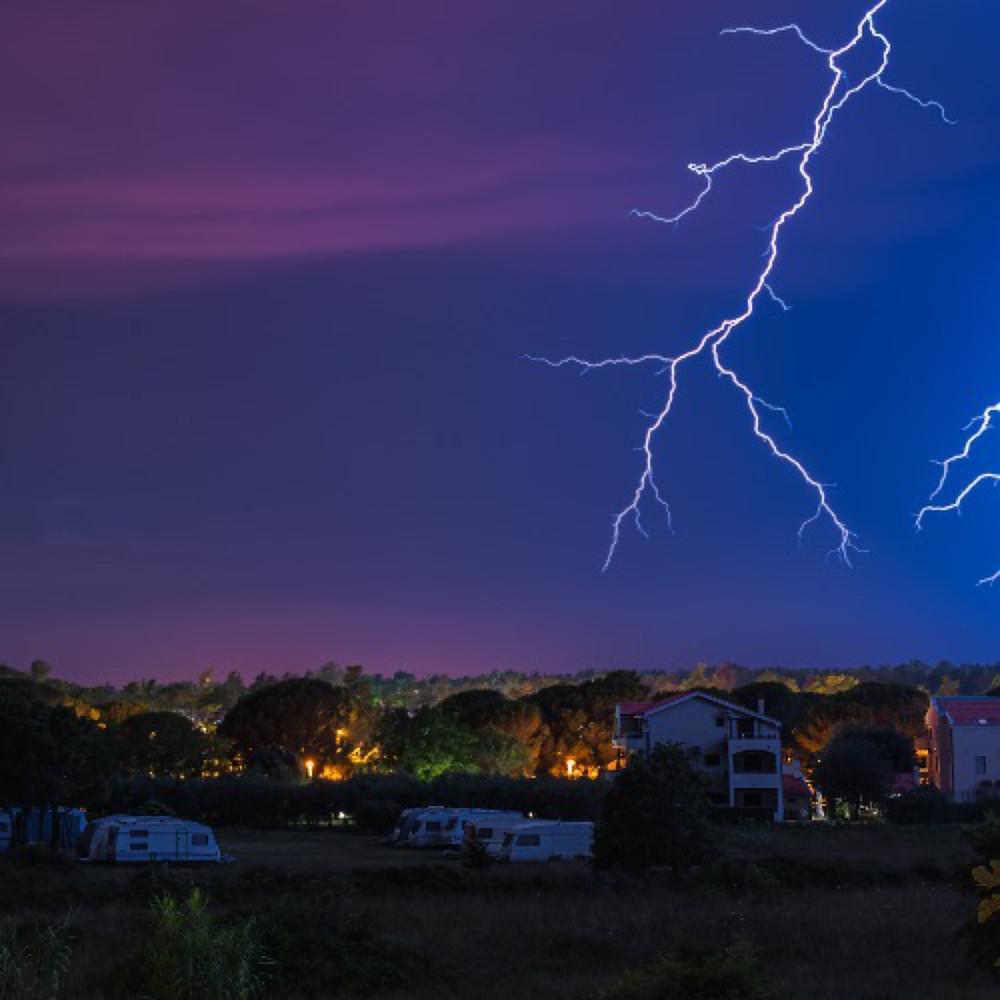 Lightning-Roof Tops- Eureka-Contracting-Roofing-Eureka-MO