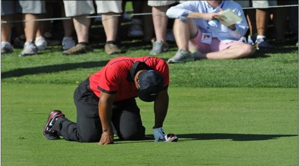 Golfer bending over in pain - get healing at Comprehensive Chiropractic - St. Louis Missouri