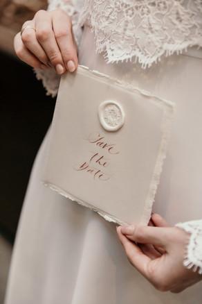Save the Date met hoogwaardige kalligrafie