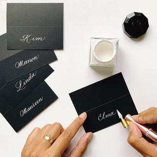 Gekalligrafeerde naamkaartjes