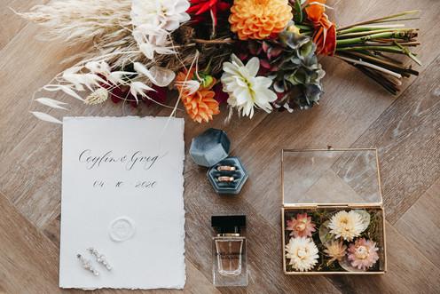 Trouwkaart met elegante kalligrafie