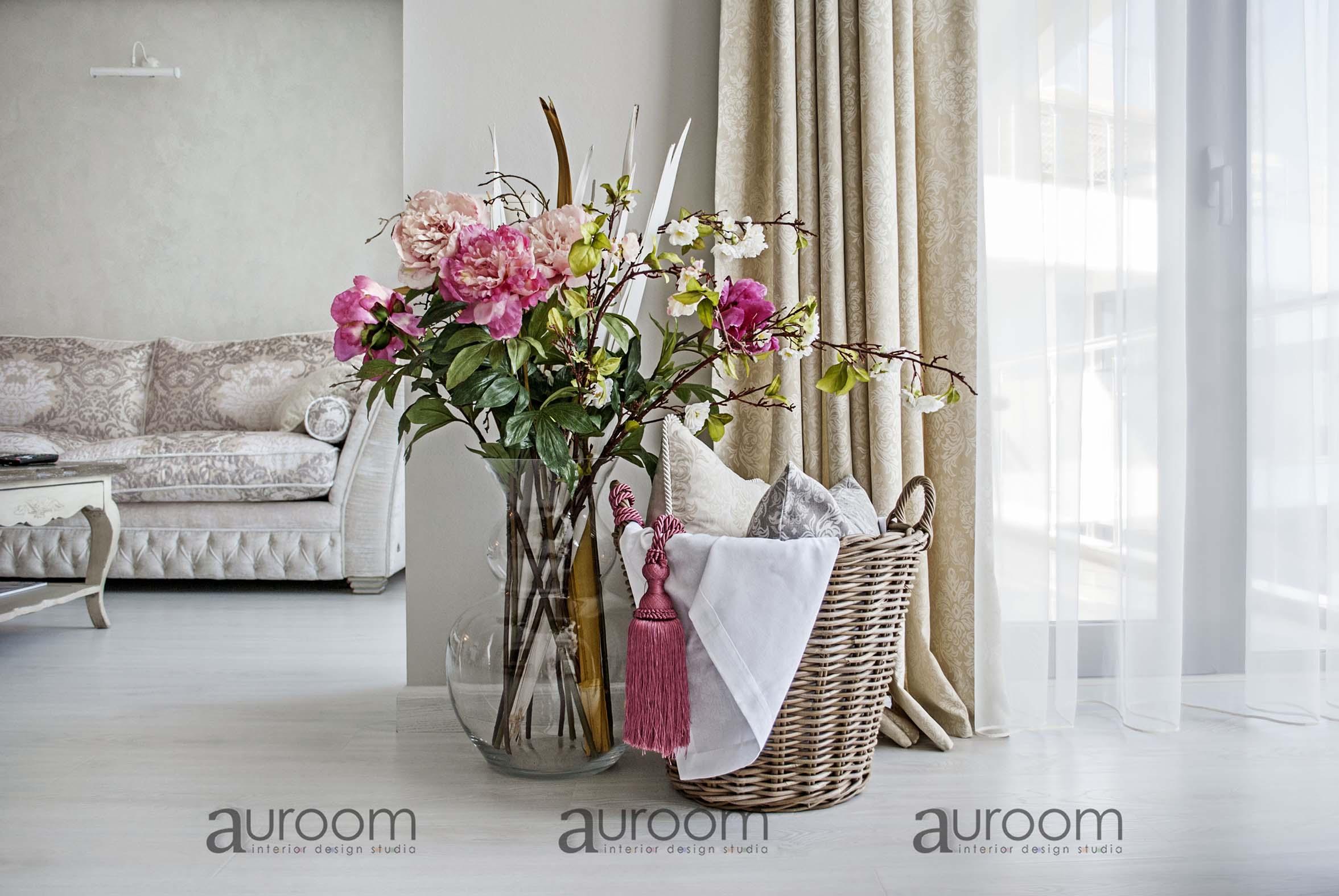 Цветы и корзина