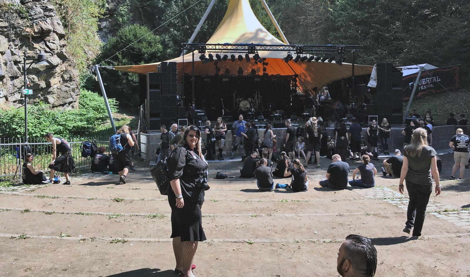 Brina vor der Bühne