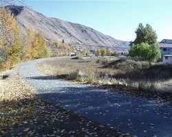 A view of the nature hiking path at Riverside Park in Cashmere, WA