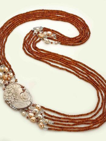 Collana Cammeo inciso a mano, agata brown e perle - Pezzi Unici