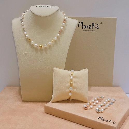 Collana perle irregolari bianche coltivate e argento. Bracciali abbinati.