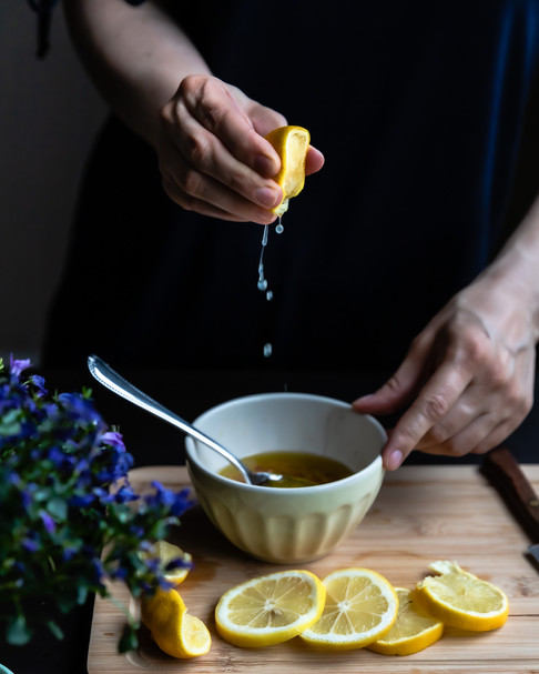 Squeezing a Lemon_Food Photography_Bonjo