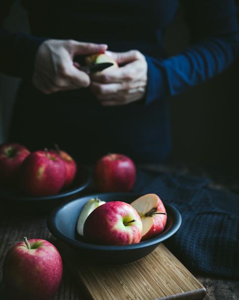 Woman peeling an  Apple _Food Photography_Bonjour Tasty by Florence Grunfelder.jpg