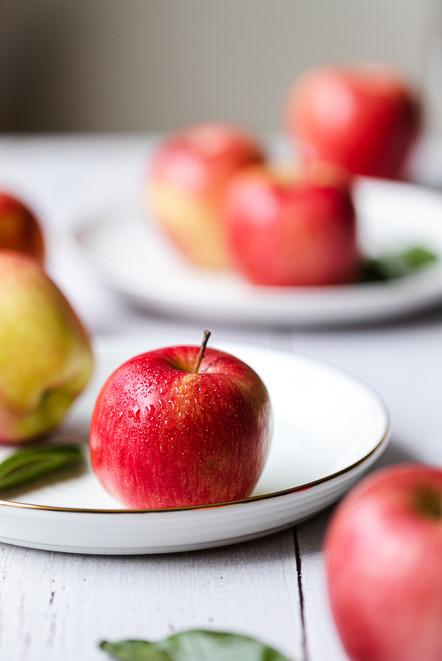 Apples on white plate_Food Photography_Bonjour Tasty by Florence Grunfelder.jpg