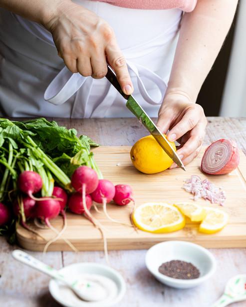 Woman cutting a lemon _Food Photography_Bonjour Tasty by Florence Grunfelder.jpg