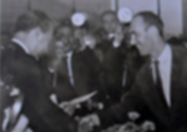 1957_FK_reçoit_du_Président_Juscelino_