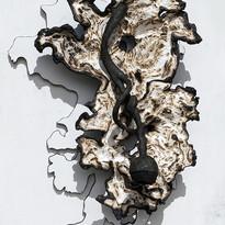 Sans titre, bois polychrome, 122 x 90 x 35 cm