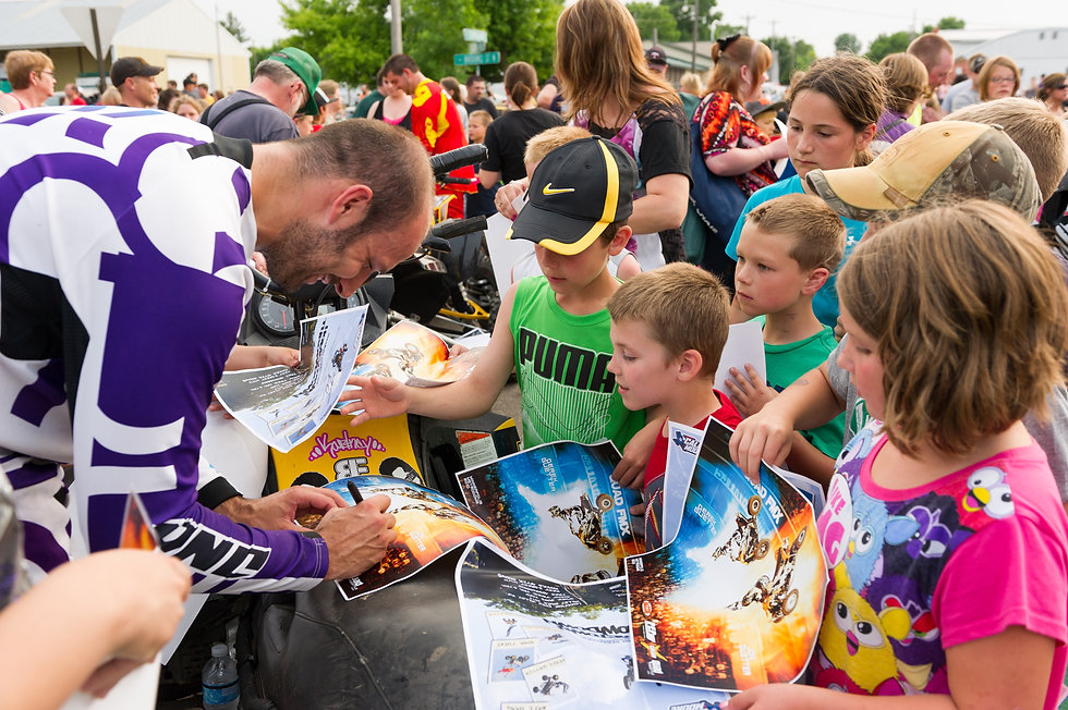 Jon Guetter Signing Autographs with Fans