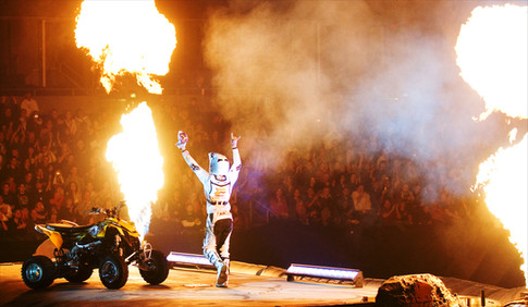 Derek Guetter performing for the Nuclear Cowboyz