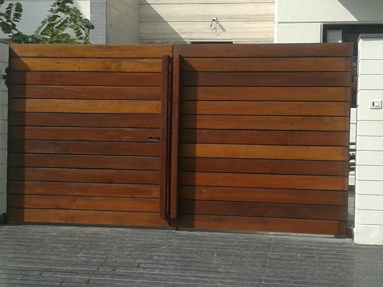 OUTDOOR DECKING - GATE APPLICATION