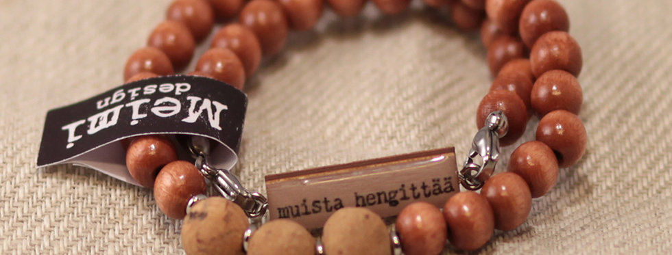 "Muista hengittää ""Remember to breath"" - cork bead bracelet - brown wood"