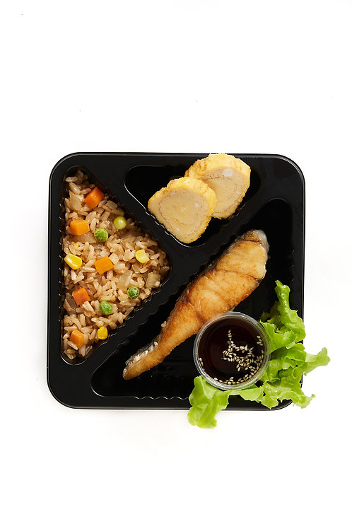 Fried brown rice with grilled seabass and tamako