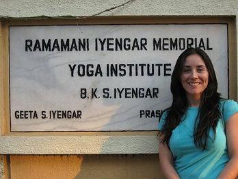 yoga iyengar, claudia palma de la cuadra