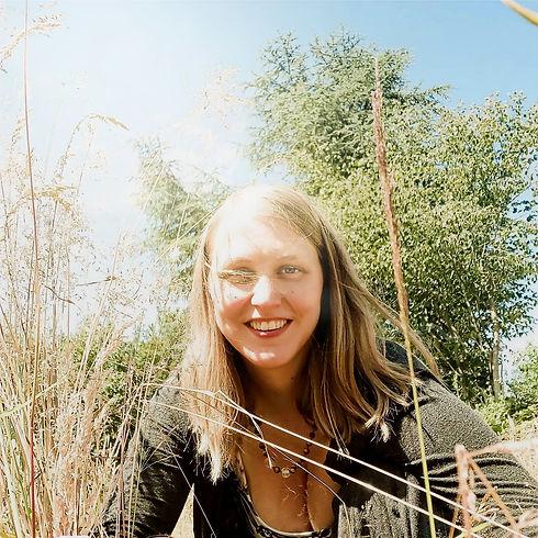 Annika Wicknig, ThetaHealing® Anwender strahlt Selbstliebe und Begeisterung aus