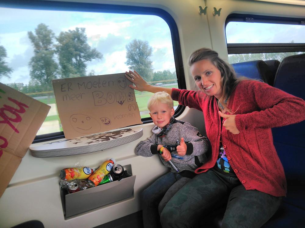 Wijlanders Myra en Noah op weg naar de klimaatstaking in Den Haag