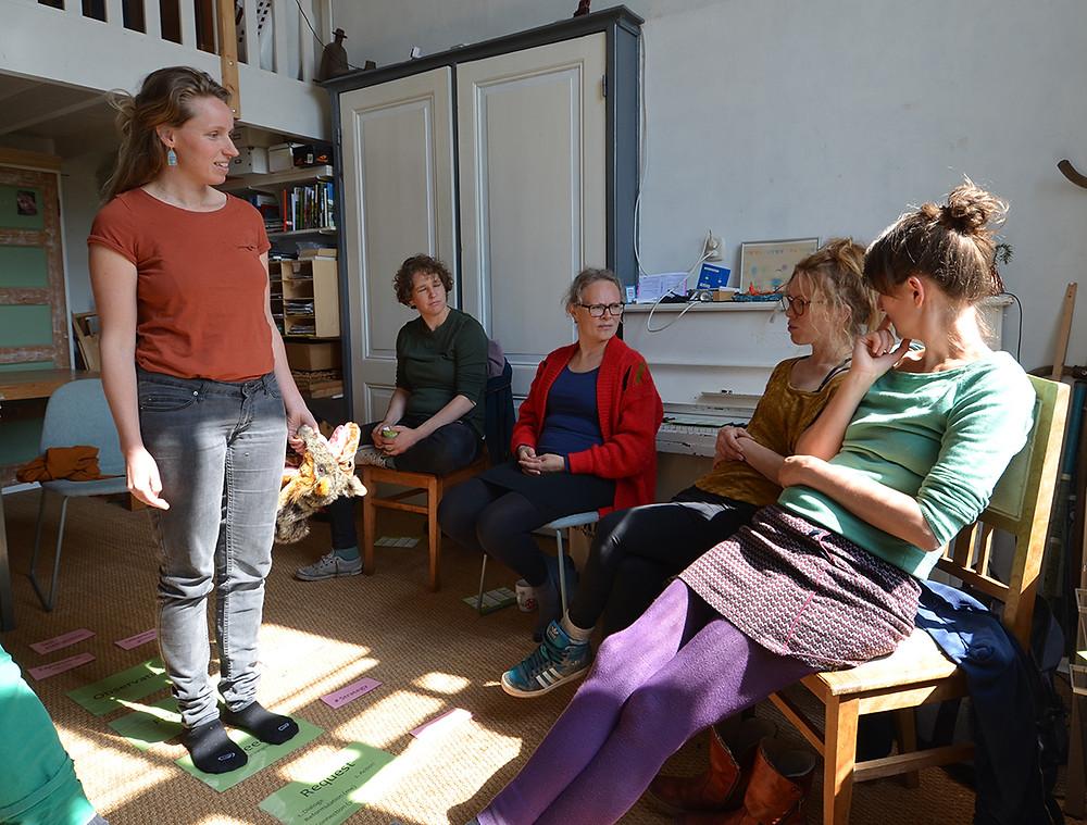 Myra geeft een workshop Compassievolle Communicatie