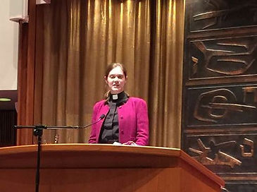 Liddy Barlow preaching Temple Sinai Thanksgiving