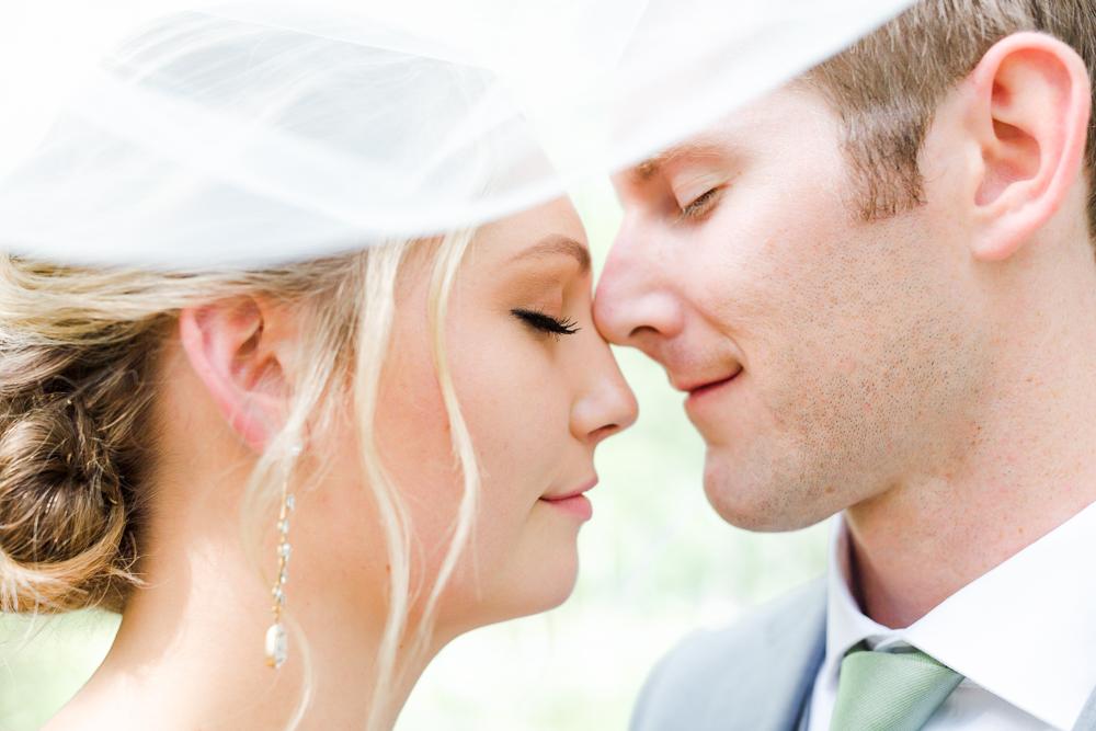 Bend Oregon bride and groom wedding portraits in Shevlin Park
