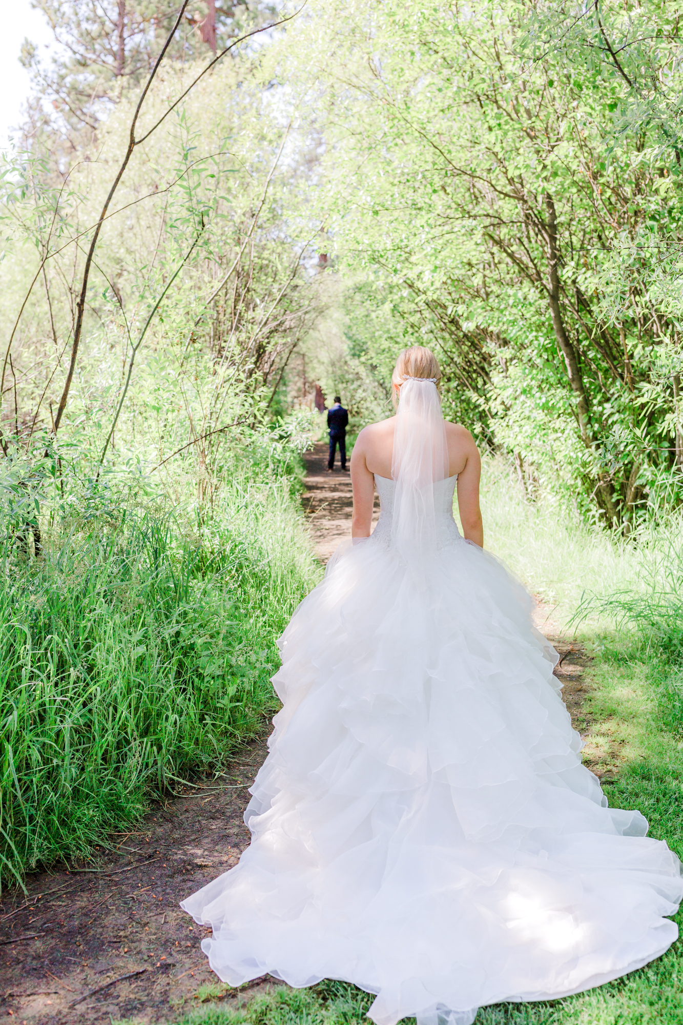 Wedding first look at Shevlin Park in Bend Oregon