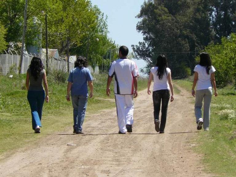 Jóvenes_caminando.jpg