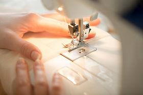 hands-sewing-machine_1163-2038.jpg