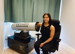 Sabina Beatriz får behandling i Vacumed A.N.S.jpg