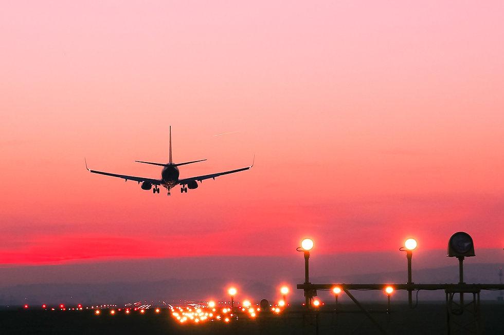 avion-atardecer-pista.jpg