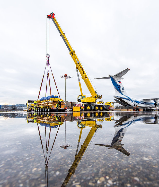 Flughafen_Kran_Flugzeug_Transport.jpg