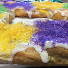 PEOPLE TRY KING CAKE