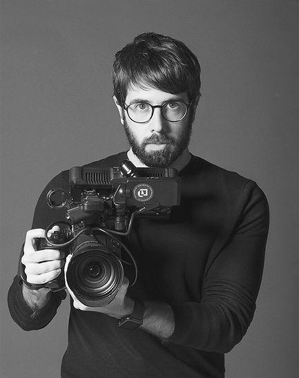 Pablo Alameda Galán es el fundador y director creativo de la agencia Liquen Creación Audiovisual. Con más de 10 años de experiencia creando contenido audiovisual, centra su atención en mejorar y evolucionar día a día