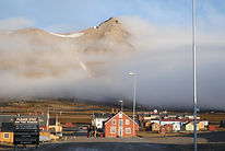 Ny-Ålesund_view_from_harbor_area.jpg